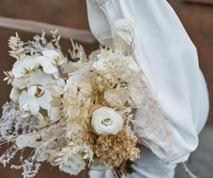 Flowers by @adornments_flowers, Photo by MARI
