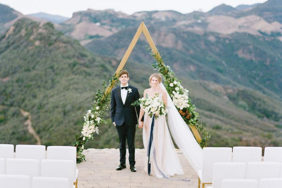 Weddings by Susan Dunne blended soft sage and sapphire blues for a dreamy style