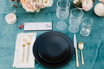 Posted by Lovelyfest, Photography by Anna Delores, Linens by La Tavola Fine Linen & Blush Fine Linens, Catering by Trumpet Vine Catering, Planning by All About Events