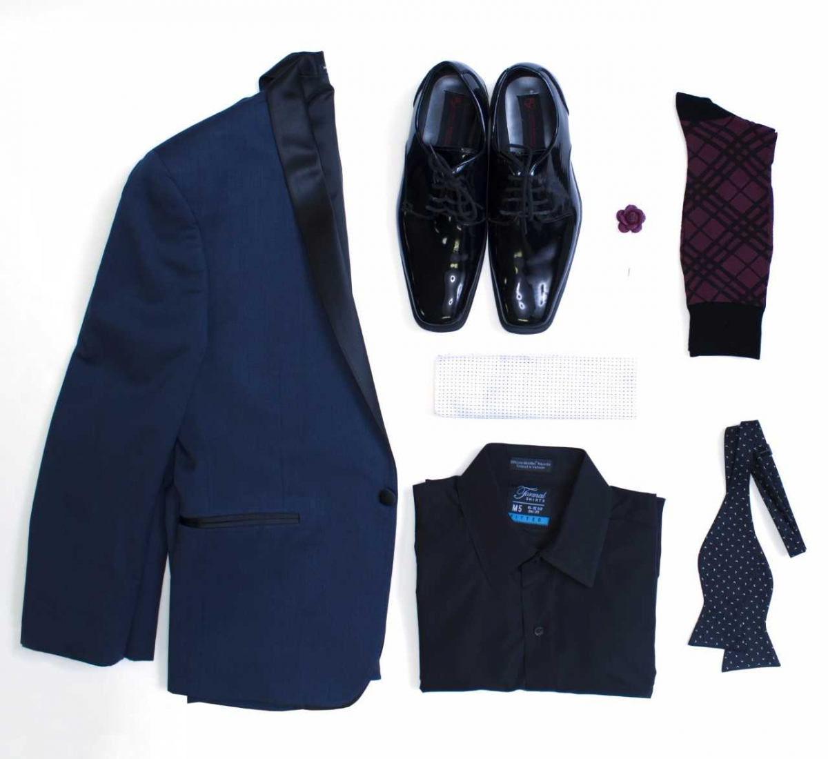 How To Wear It A Chic Departure From Your Standard Black Tuxedo Navy Tux Says Modern In All The Best Ways Pair With Shoes
